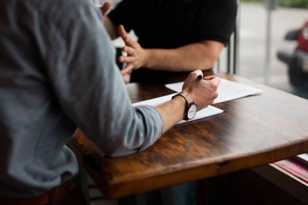 مطالعه تطبیقی قرارداد پیش فروش آپارتمان در حقوق ایران و انگلیس